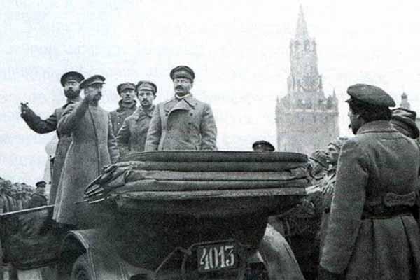 Вожди Октябрьской революции на Красной площади