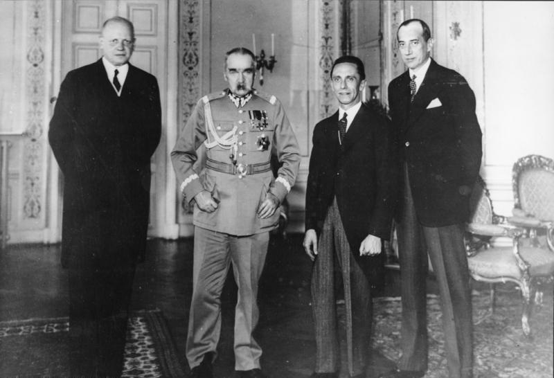 Союз Польши с Адольфом Гитлером. Мюнхенский сговор.